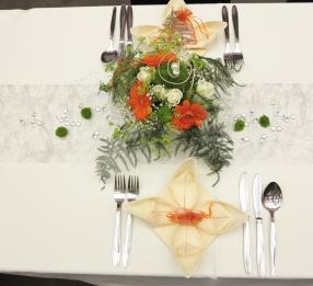 Tisch-orange-blumen