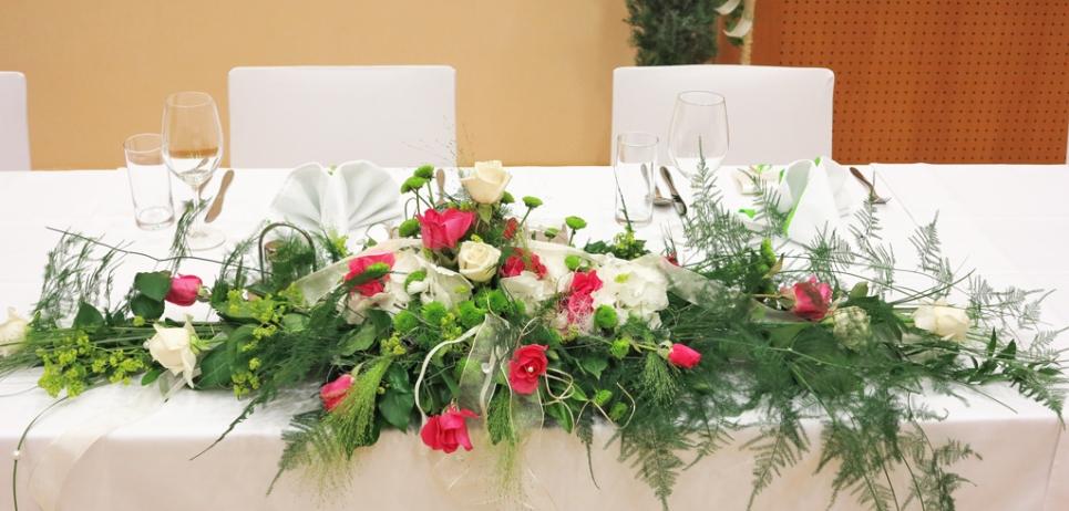 Tischgesteck-Rosen